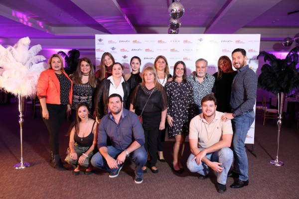 Leonel Reyes, Josefina De Zan, Jorge Bravo Barría, Viviana Di Fonzo, con equipo de Maral Turismo