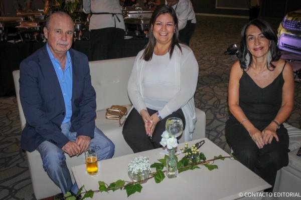 Jesus Almaguer,  Edith Sanchez y Alejandra Teich de Oasis Hotels