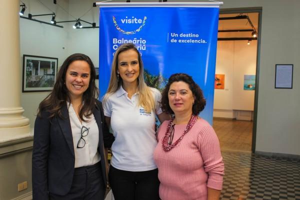 Ana Beatriz Serpa de Embratur, Ludiane de Oliveira de Balneario Camboriu y Cristina Santana de la Embajada del Brasil en Paraguay