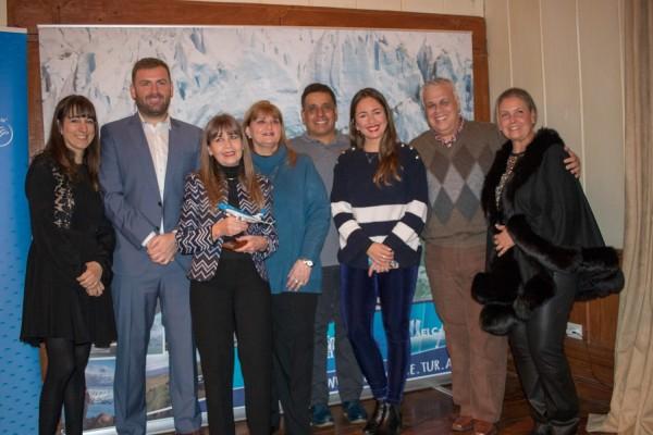 El grupo de ejecutivos paraguayos premiados con Estela Ruiz, Gaston de Chazal y Gisela Marino