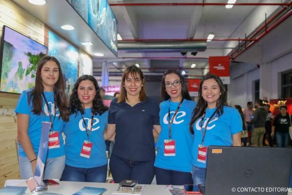 Marta Ruiz y el equipo de Air Europa