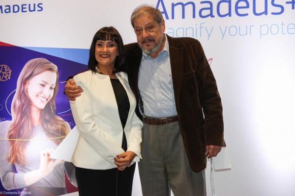 Johanna Izquiero en compañía del director de Contacto Editorial, Francisco Ramirez Vouga