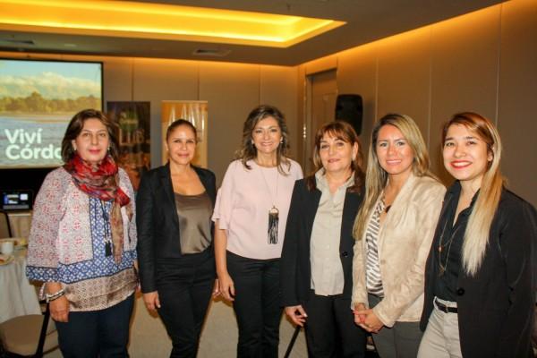 Marcela Bacigalupo y representantes de la SENATUR