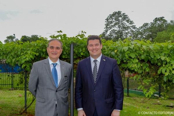 El CEO de la cadena hotelera Alceu Vezozzo Filho y Fernando Macedo, gerente general del Bourbon Asunción Convention Hotel.
