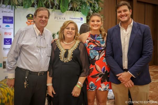 Jose, Ofelia, Ana Laura y Jose Carlos Brunetti