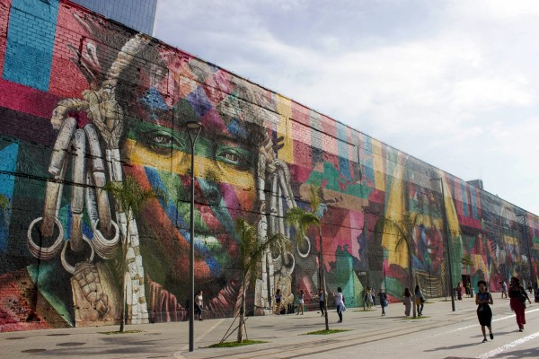 Mural Etnias de Eduardo Kobra en el  Bulevar Olímpico