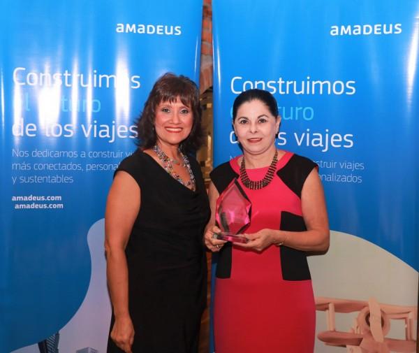 Representantes de Amadeus con Lidia Fiorio de Premier Viajes
