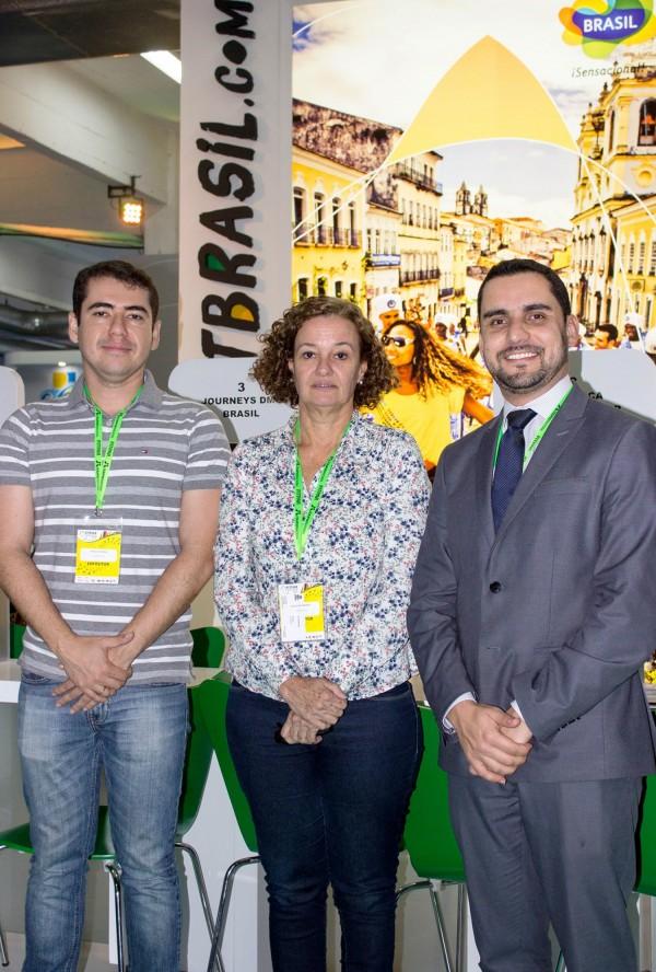 Paulo Neves, Leila Holsbach y Alisson Andrade de Embratur