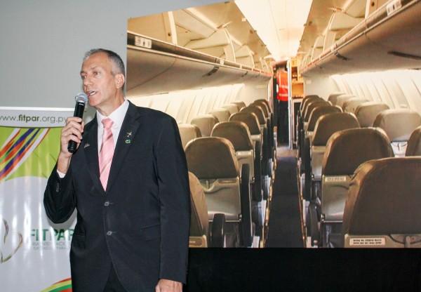 Romulo Campos durante el lanzamiento de vuelos de Amaszonas