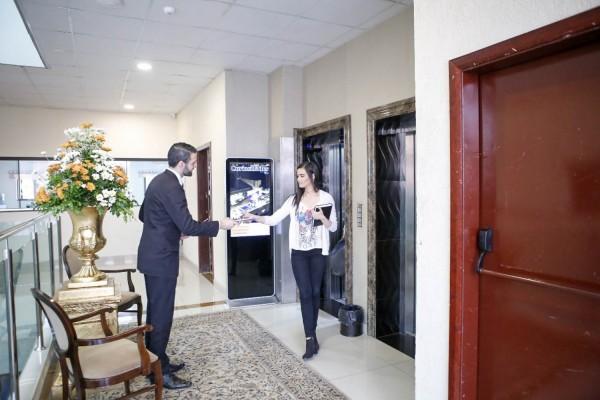AlejandroSosa, recibiendo a los invitados