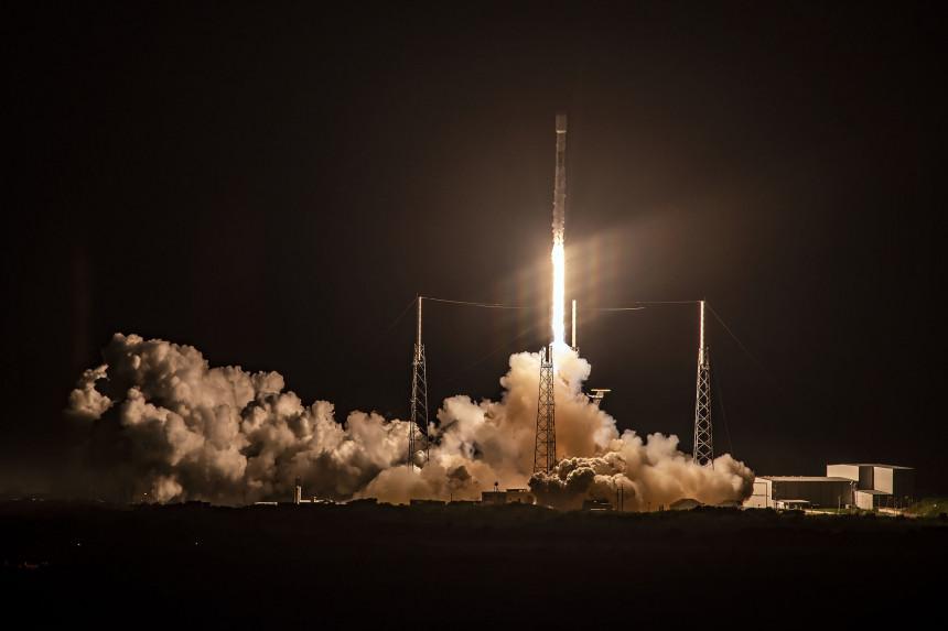 El exitoso lanzamiento de RSpaceX marca el inicio de una nueva era en la carrera comercial espacial