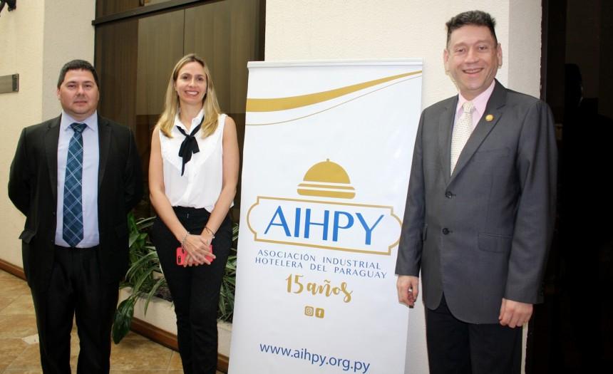 Horacio Zapata, Cecilia Cartes, presidente de AIHPY y Victor Chamorro