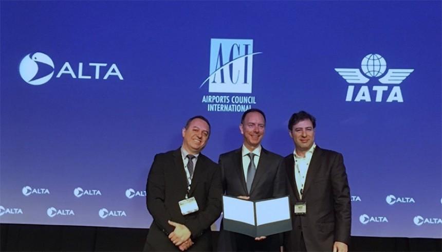 ALTA Executive Director Luis Felipe de Oliveira, Regional Vice President for the Americas IATA, President ACI-LAC Martin Eurnekian