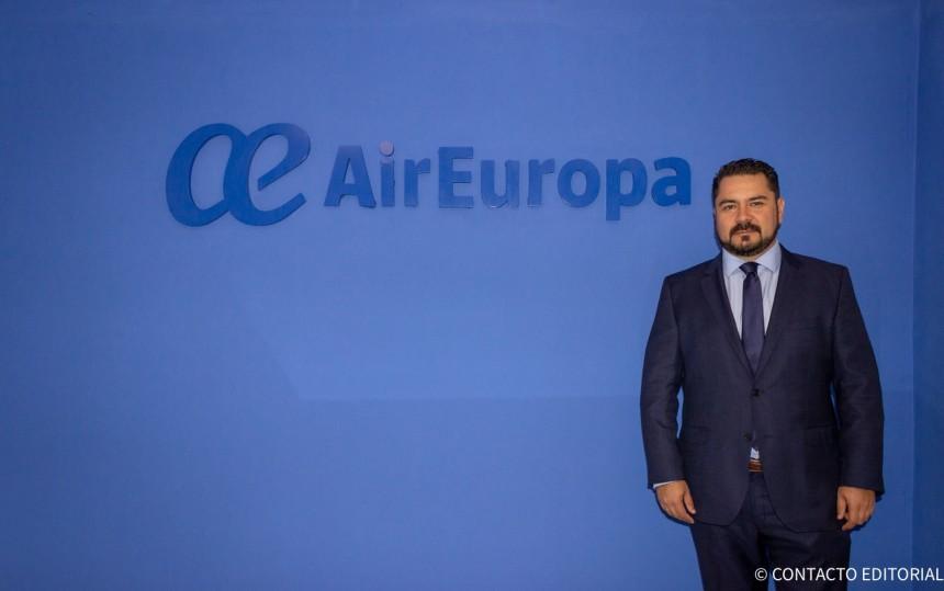 Olavi Linkola, en las oficinas de Air Europa Paraguay