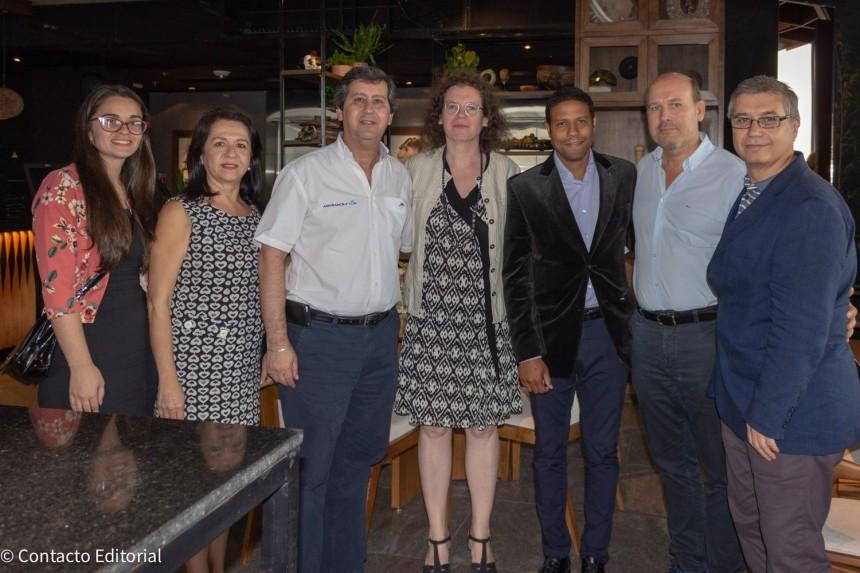 Nathalie Larivet en compañía de Ejecutivos de Copanu y Air France - KLM Argentina