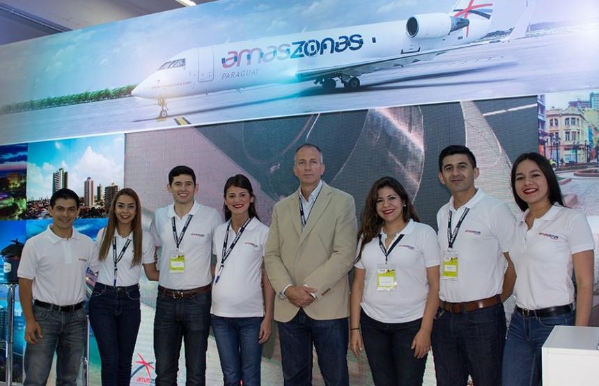 Equipo comercial de Amaszonas Paraguay en FITPAR 2017