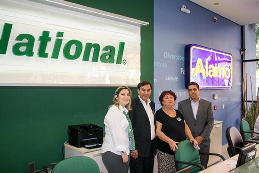 Clara Krauch, Leonardo Gómez, Gabriela Auerbach e Isidro Loaiza de la oficina local de Alamo y National