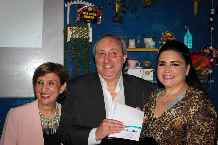 Marta Chamorro y Jorge Castro en compañía de Karina Martinez