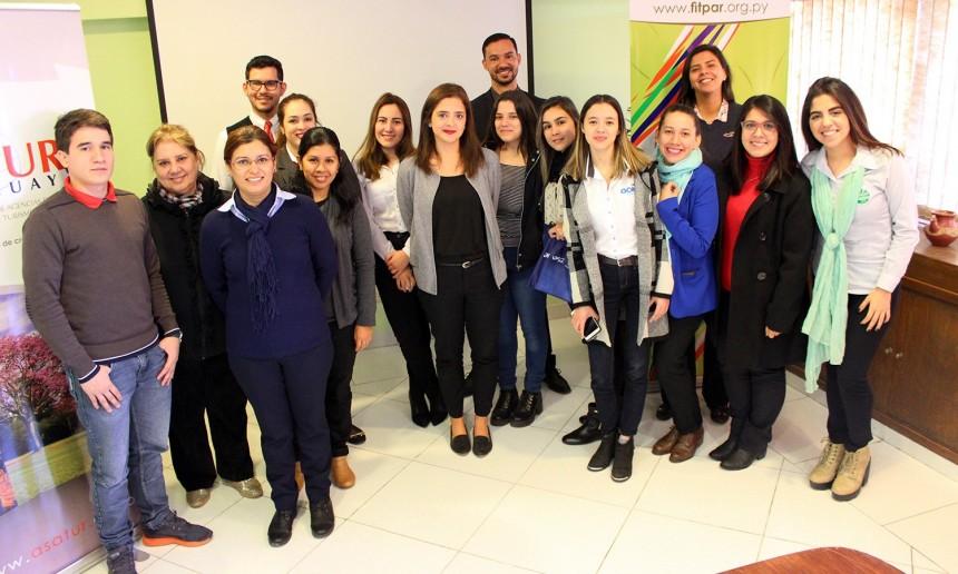 Agentes de viajes con los ejecutivos de Amaszonas Paraguay