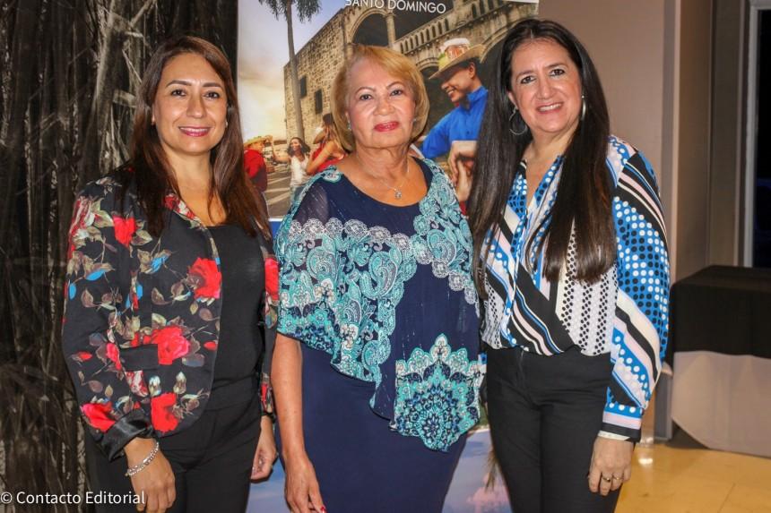 Rosa Gonzalez, Adonaida Medina yRhina Olivares