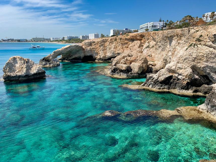 Chipre recibirá turistas vacunados sin ninguna restricción
