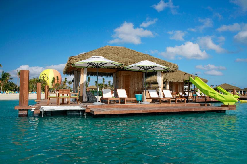 Royal inauguró un exclusivo club de playa en CocoCay