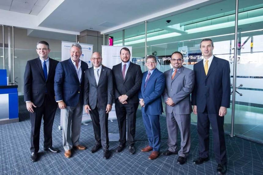 Ejecutivos de la compañía en el aeropuerto de Denver