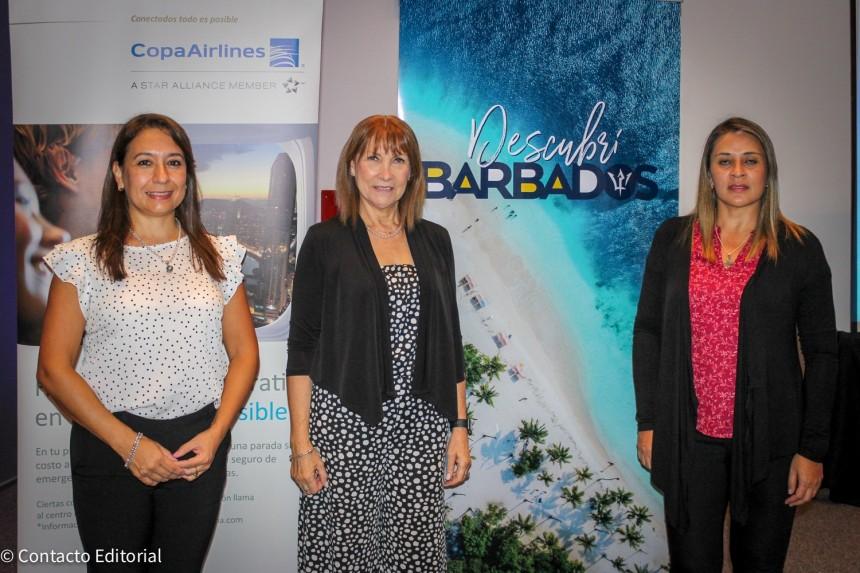 Rosa Gonzalez y Monica Zavan de Copa Airlines con Elsa Petersen