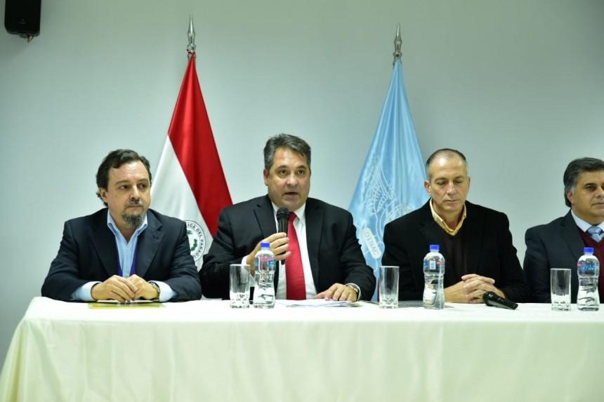 Edgar Melgarejo en una conferencia de prensa realizada en el Silvio Pettirossi