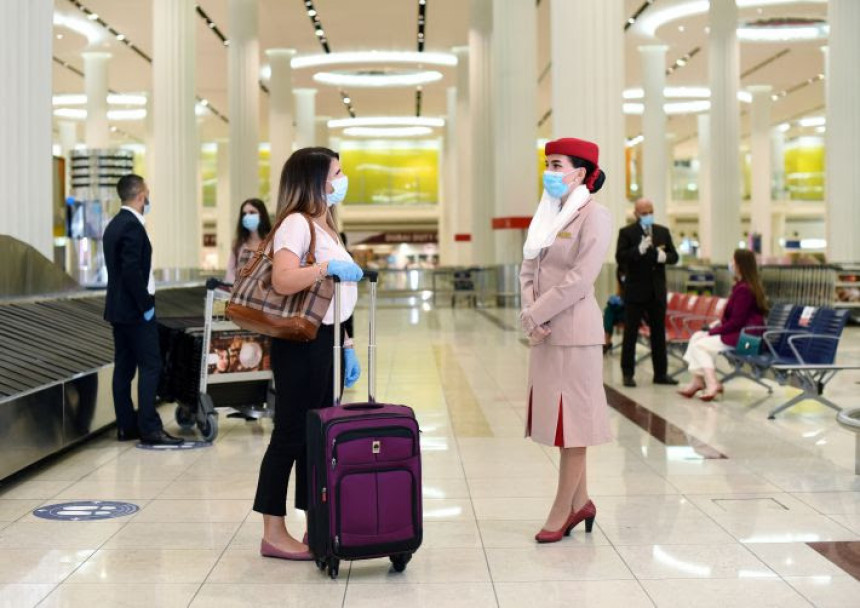 Emirates cubrirá  gastos de  pasajeros que contraigan COVID-19 durante el viaje