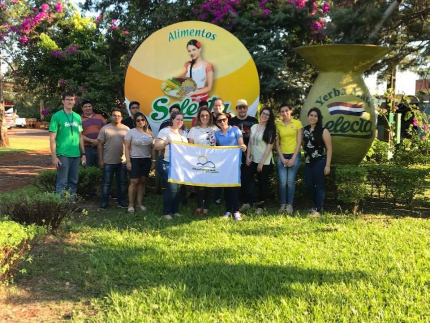 Grupo durante visita a Yerbatera