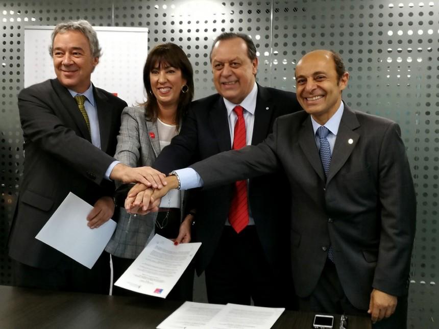 Durante la firma del acuerdo entre ambos gobiernos