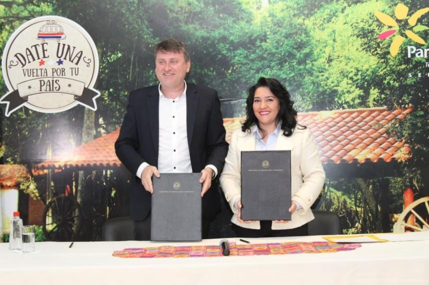 Denis Lichi Ayala y Sofia Montiel