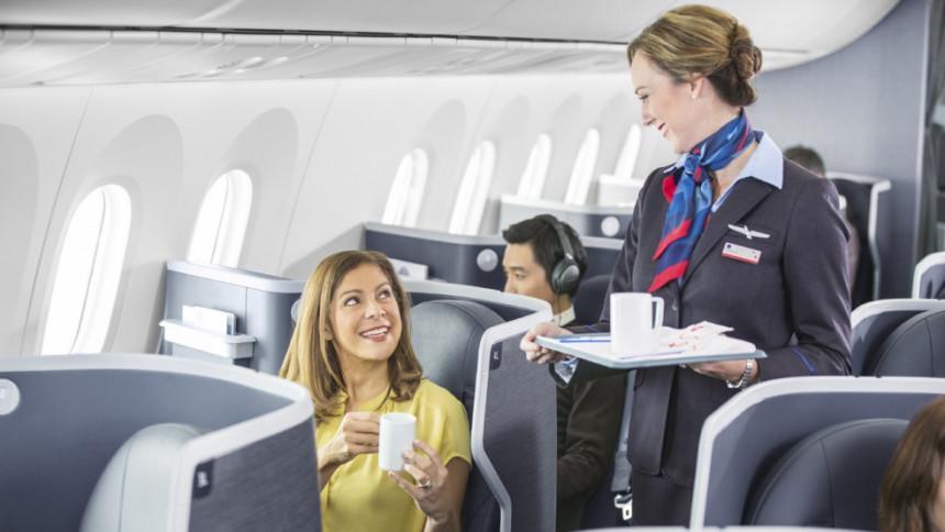 American reanuda el servicio de bebidas a bordo de sus vuelos domésticos