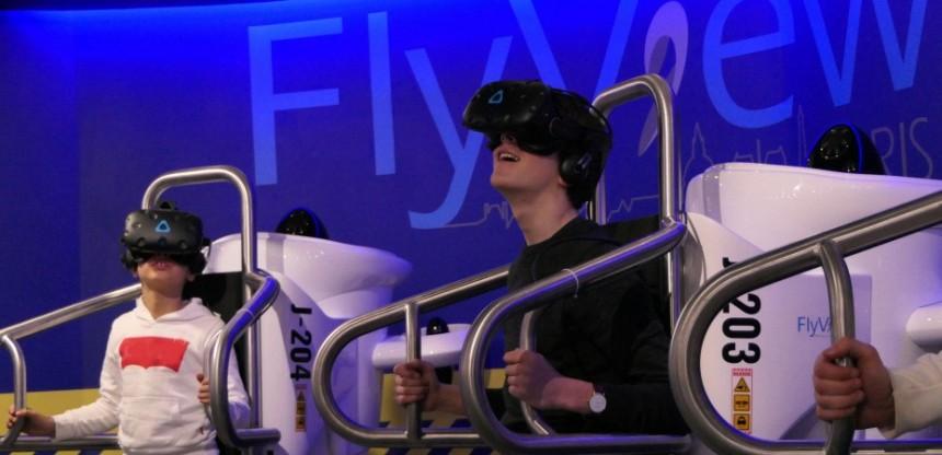 """Turistas pueden """"sobrevolar"""" París con realidad virtual"""
