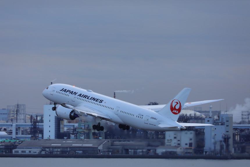 Japan Airlines fomenta que sus pasajeros no coman a bordo