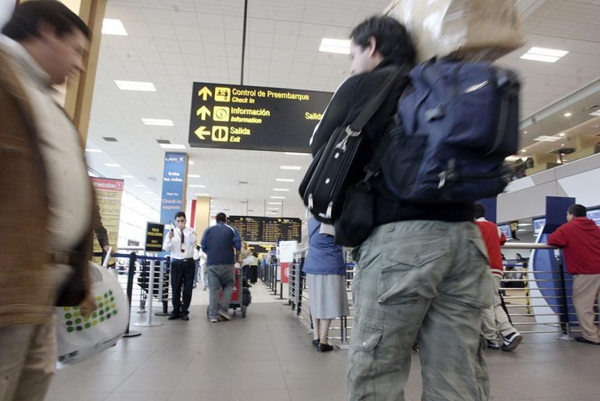 Estrés, confusión y demoras en vuelos a Estados Unidos