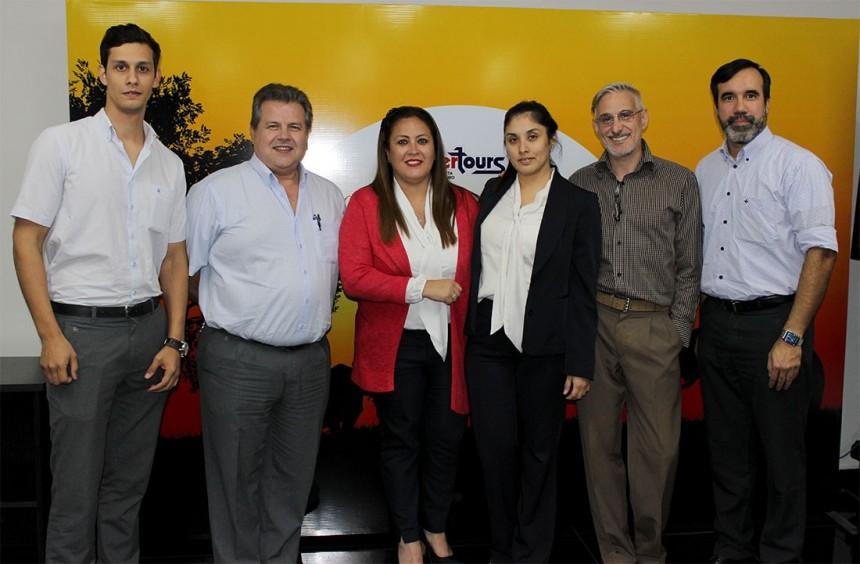 Sergio Mussini con representantes de Intertours