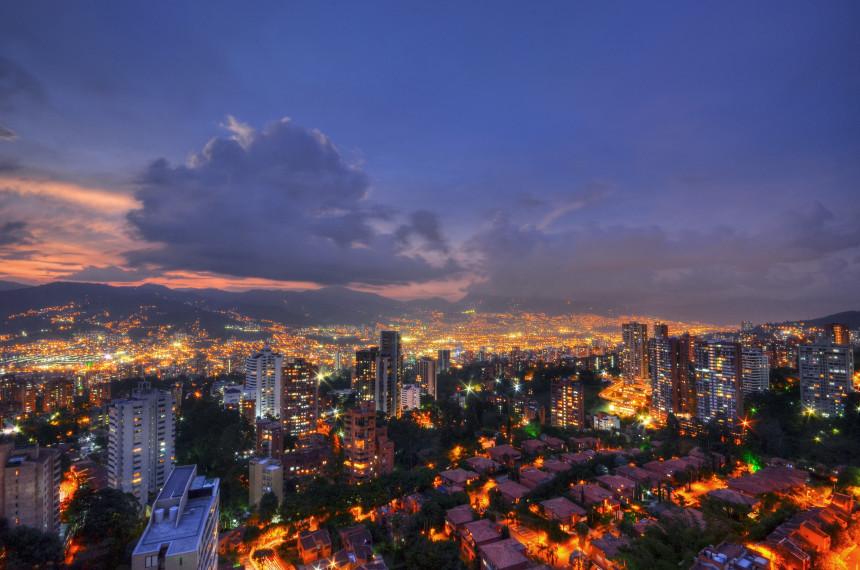 En Colombia, no piensan por el momento en reiniciar vuelos internacionales