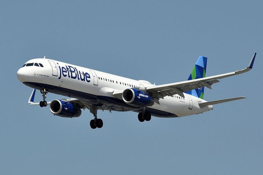 JetBlue ordena a pasajeros usar tapabocas mientras viajan