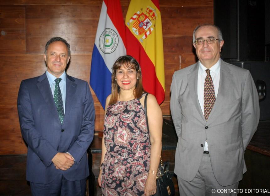 Francisco Javier Arroyo Navarro, Martha Ruíz y Javier Hernández Peña, embajador de España en Paraguay