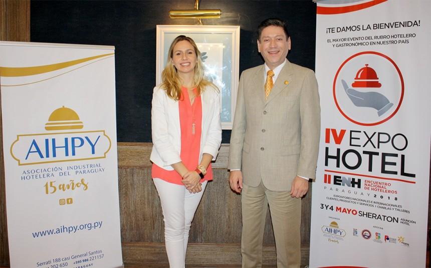 Cecilia Cartes, presidente de AIHPY y Victor Chamorro gerente de la Asociación