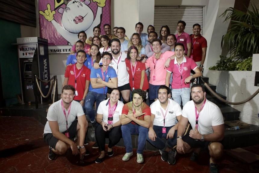 Representantes de Maral Turismo, agencias de viajes y Traveo