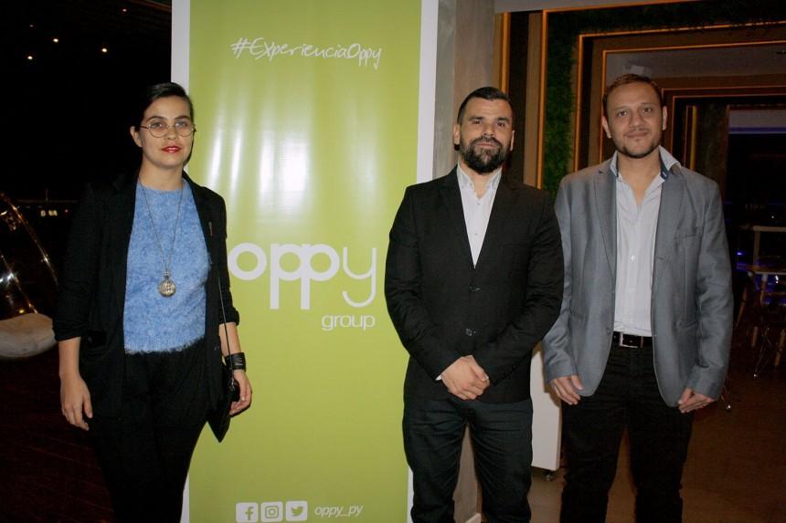 Cristian Cejas en compañía de ejecutivos de la operadora