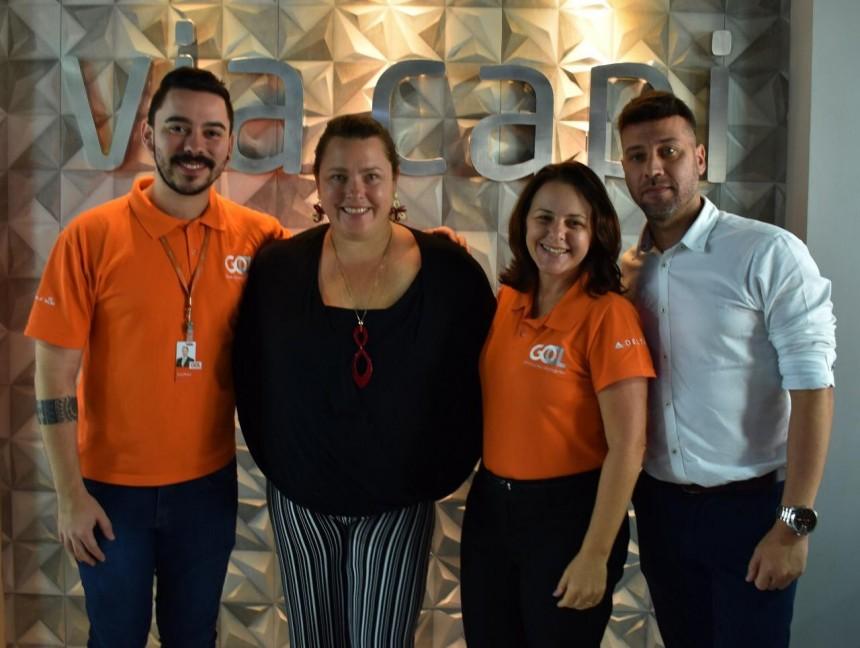 Kellye Neis y Flavio Valle en compañía de ejecutivos de GOL