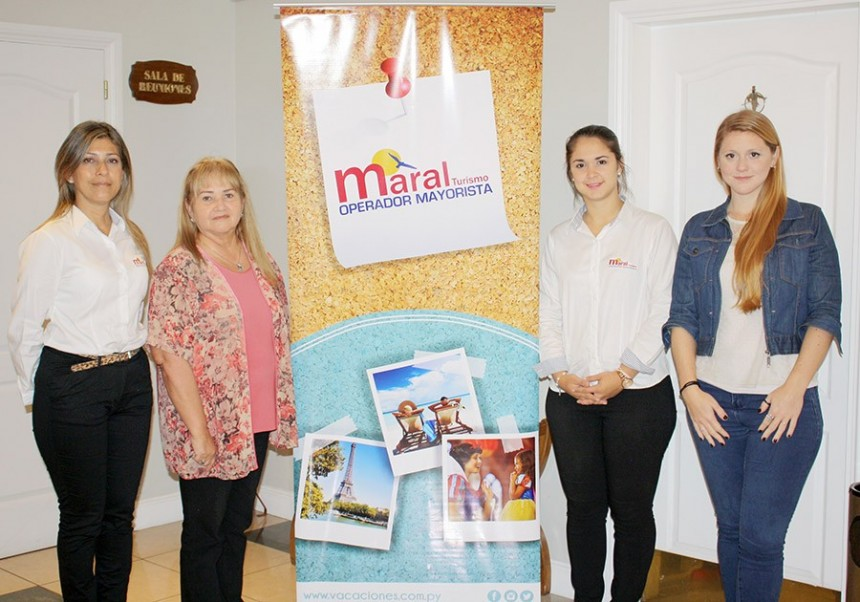 Representantes de Maral Turismo con Barbara Roddick de Pullmantur