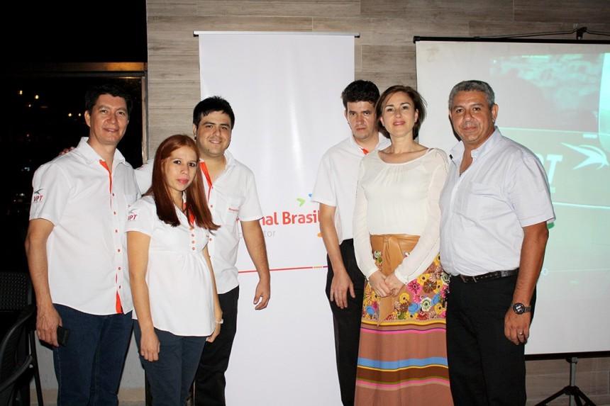 Equipo de Personal Brasil con Domi Costa de VPT