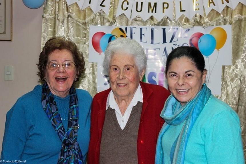 Rosa Edan (medio) en compañía de Beba Coscia y Lidia Fiore