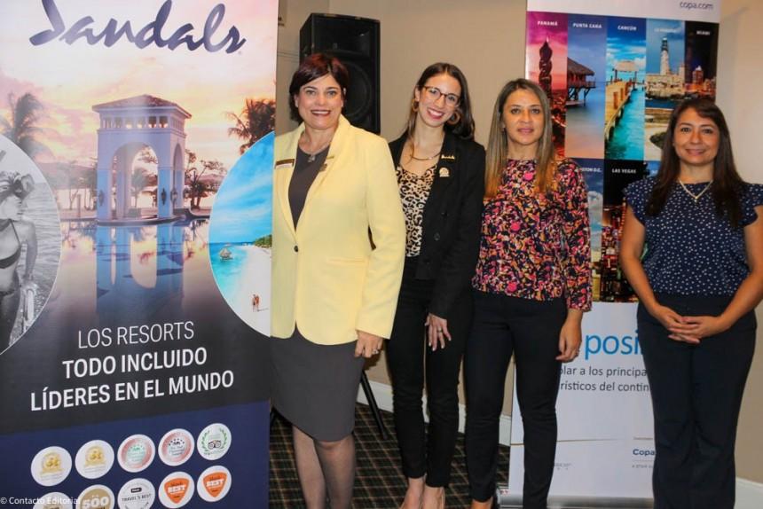 Arlenes Garcia y Patricia Repetto de Sandals, y Monica Zavan y Rosa Gonzalez de Copa Airlines