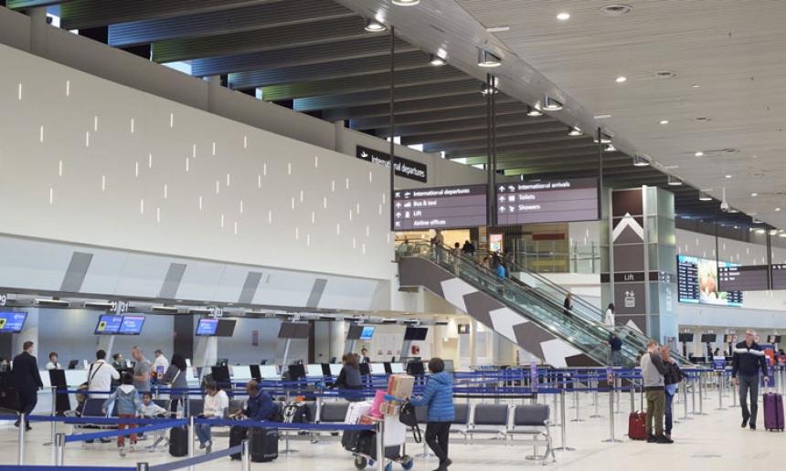 Espacio Schengen extiende cierre de fronteras a países terceros